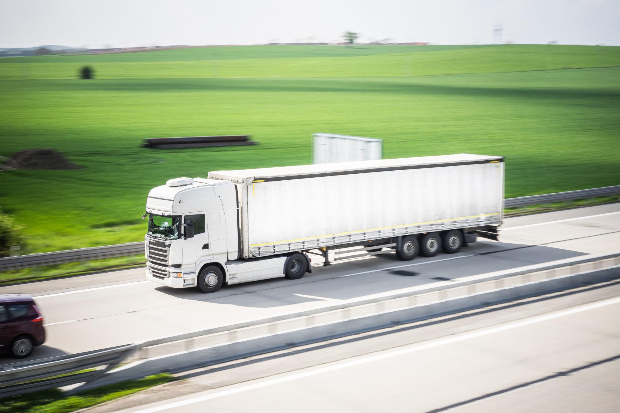 Kradzieże i uszkodzenia pojazdów – raport zagrożeń
